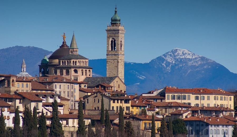 A Bergamo la prima casa si cerca in città e la seconda nelle valli